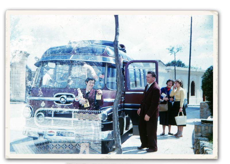 Double-exposure-bus